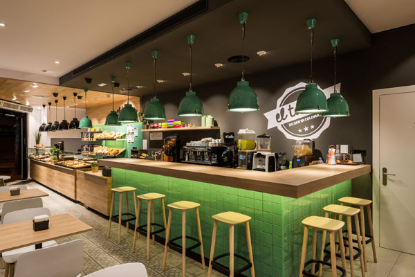 Trabajo de diseño de interiores de cafetería en Barcelona. Interiorismo comercial Sincro.