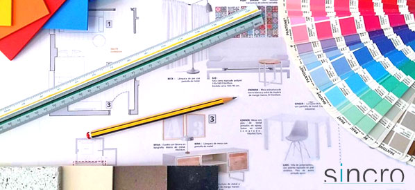 Mesa escritorio de trabajo interiorista. Escalímetro, planos, escala de colores, etc. Sincro interioristas.