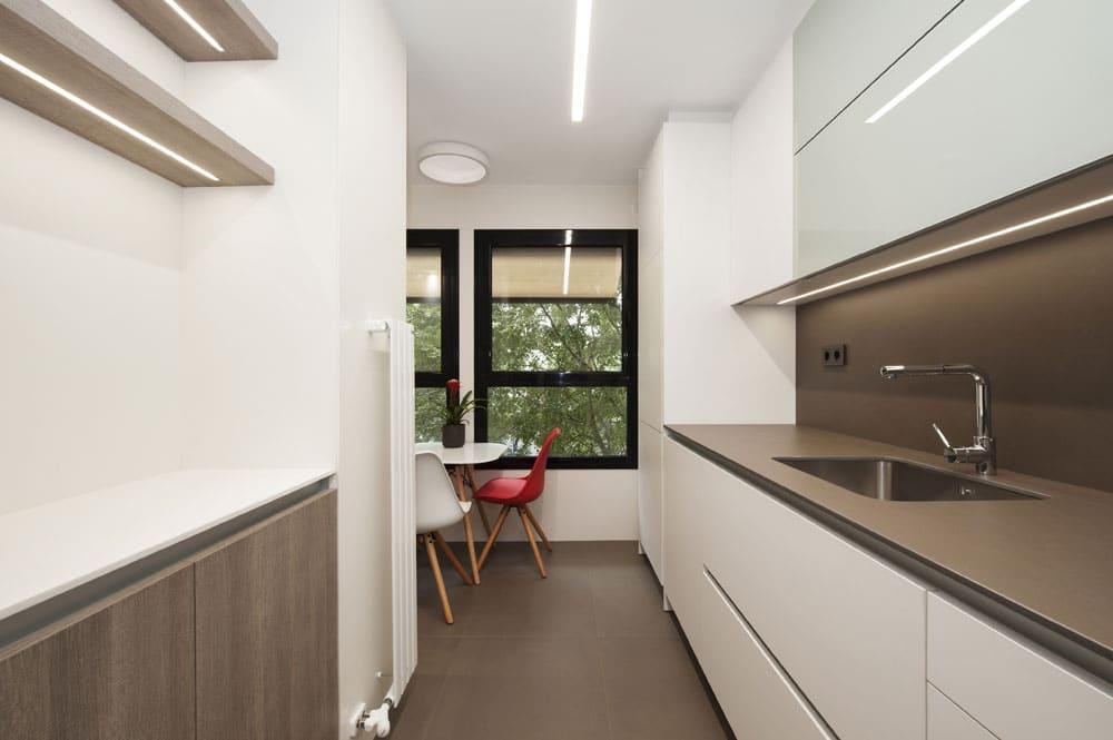 Cocina con pequeño comedor - Piso ubicado en Barcelona