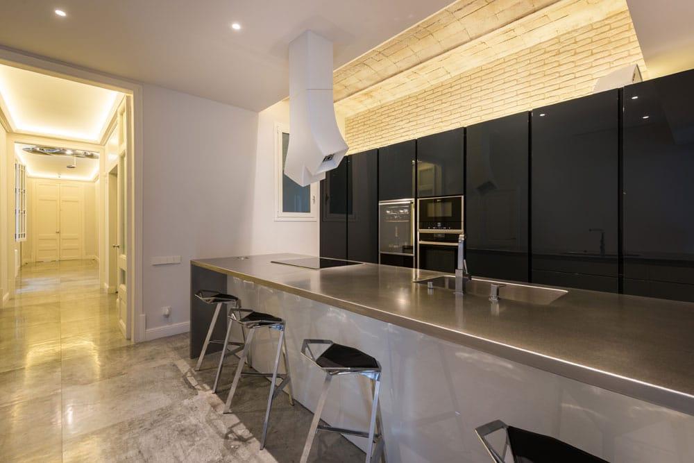 Fosejat cuina per destacar el sostre amb volta catalana - Eixample Barcelona - Sincro