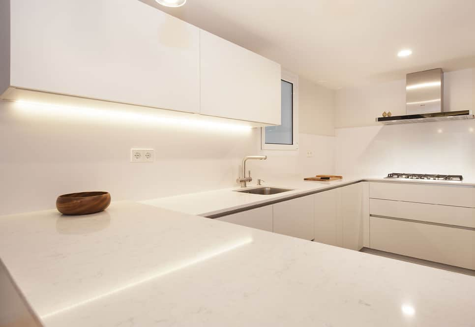 Península que hace de barra en la cocina como zona de trabajo o comer