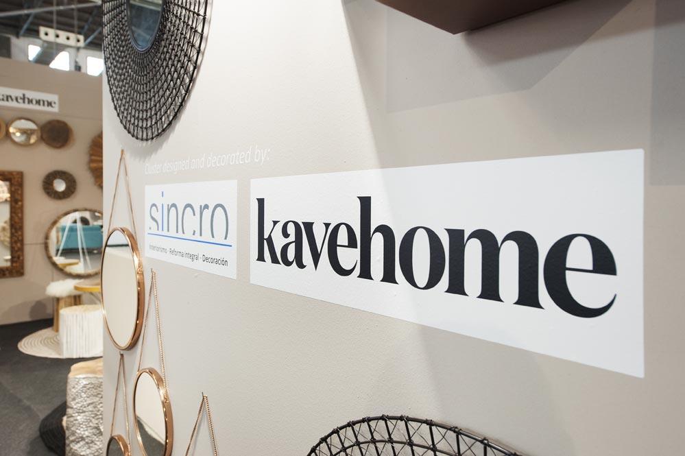 Vinilos de las marcas Sincro reformas e interiorismo y Kavehome mobiliario