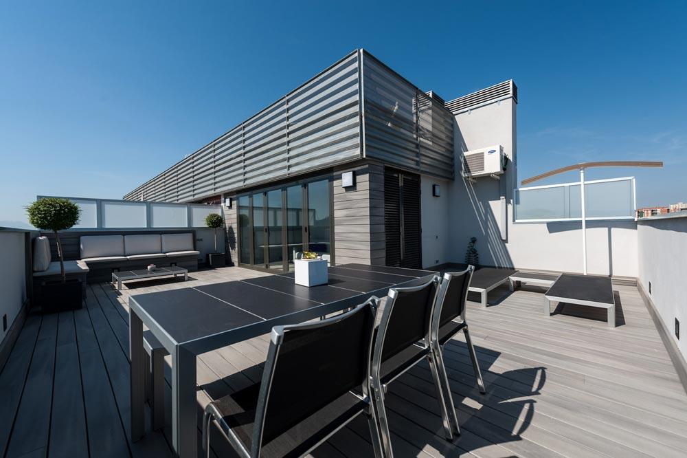 Diseño de terraza en un ático de un piso de Barcelona