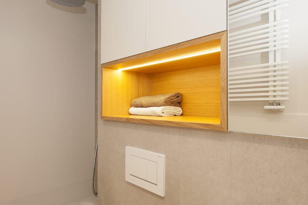 Nicho: hueco del baño para las toallas. reforma realizada por Sincro