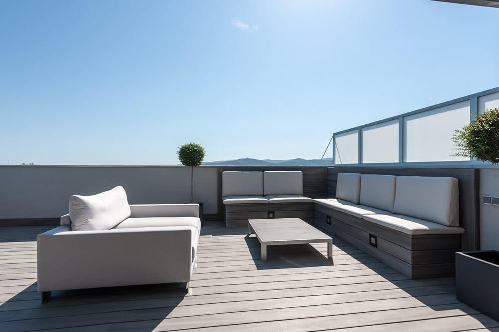 Mobiliario de exteriores terraza. Zona chill out. Reforma de piso en Barcelona