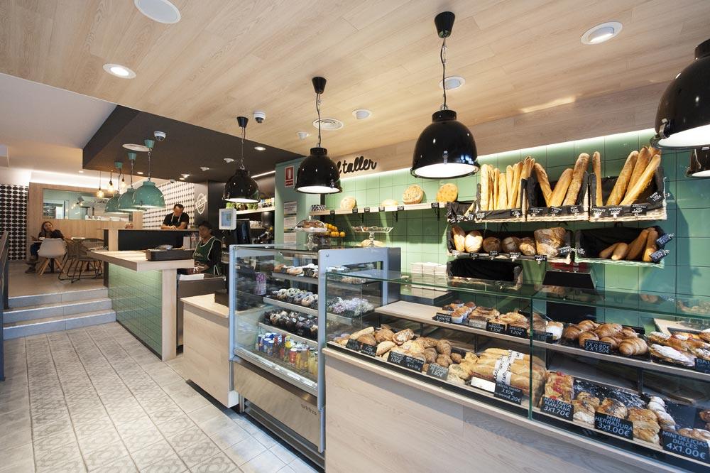 Zona panadería y bollería. Seguido de la cafetería. El Taller Paral·lel