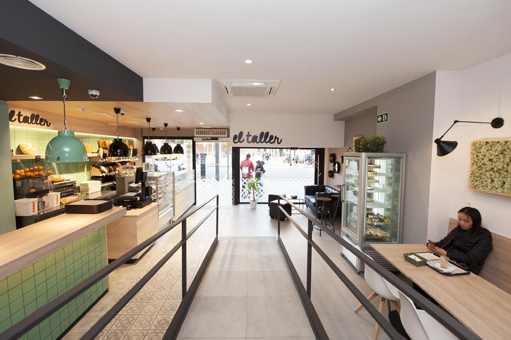 Rampa para minusválidos / discapacitados físicos en cafetería El Taller Paral·lel