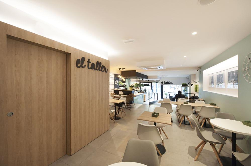 Zona de mesas cafetería El Taller Paral·lel