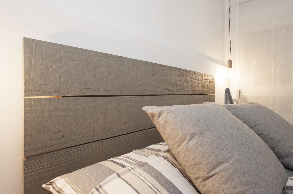 Cabecera cama de madera pintada en gris