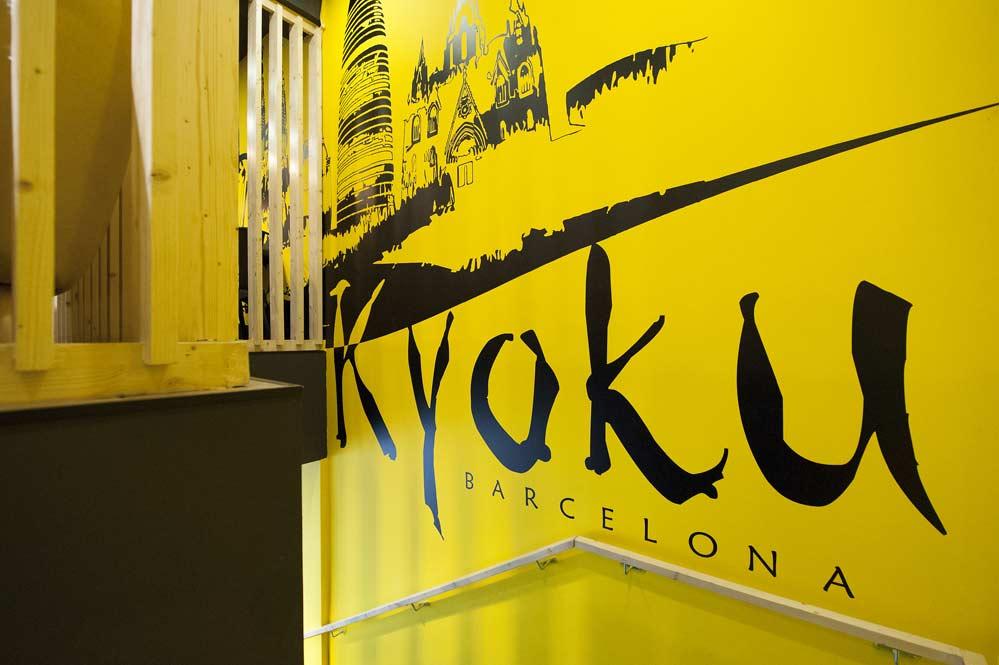 vinilo logo nombre restaurante negro y amarillo