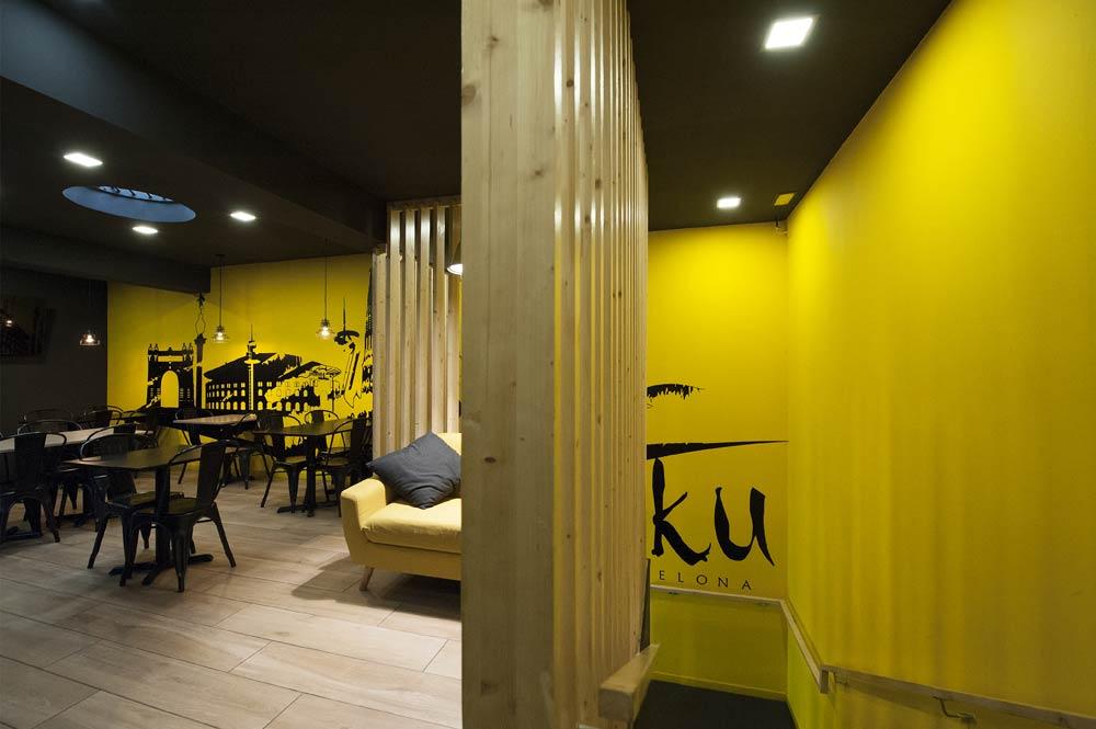 Separador de espacios de tablas de madera. Diseño de restaurantes Sincro
