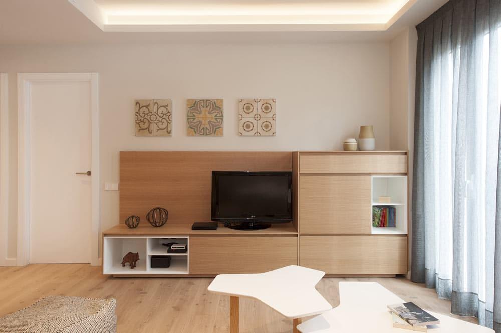 mueble televisor de madera. Firma Mobenia. Proyecto de Sincro.