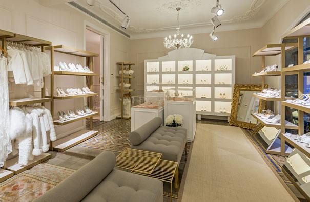Diseño de franquicia tienda de ropa. Estudio de interiorismo Sincro.