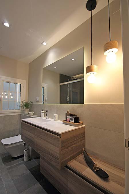 Moble sota lavabo fet a mida. Reforma de bany Sincro.
