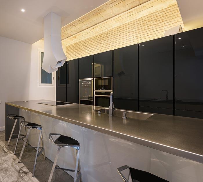 Iluminación decorativa techo bóveda catalana. Reforma de piso eixample Sincro.