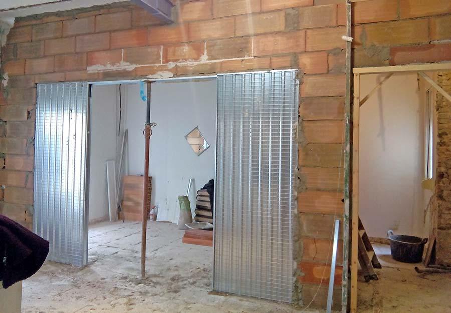 Puertas correderas empotradas al tabique sincro for Armazon puerta corredera