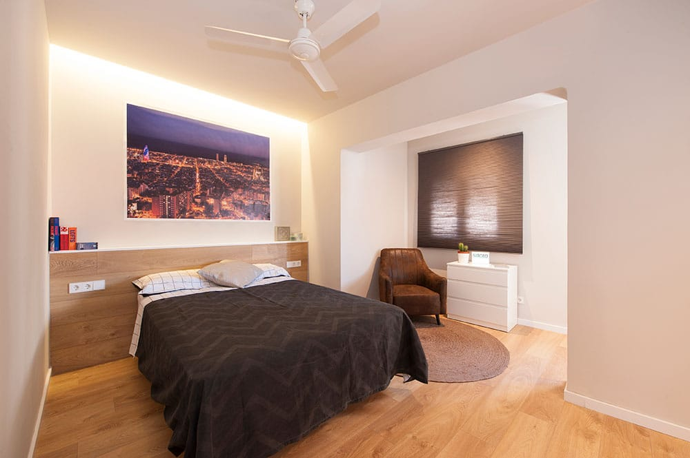 Reforma y mobiliario de un dormitorio en cornellà de llobregat. Decoración barcelona. y ventilador techo.