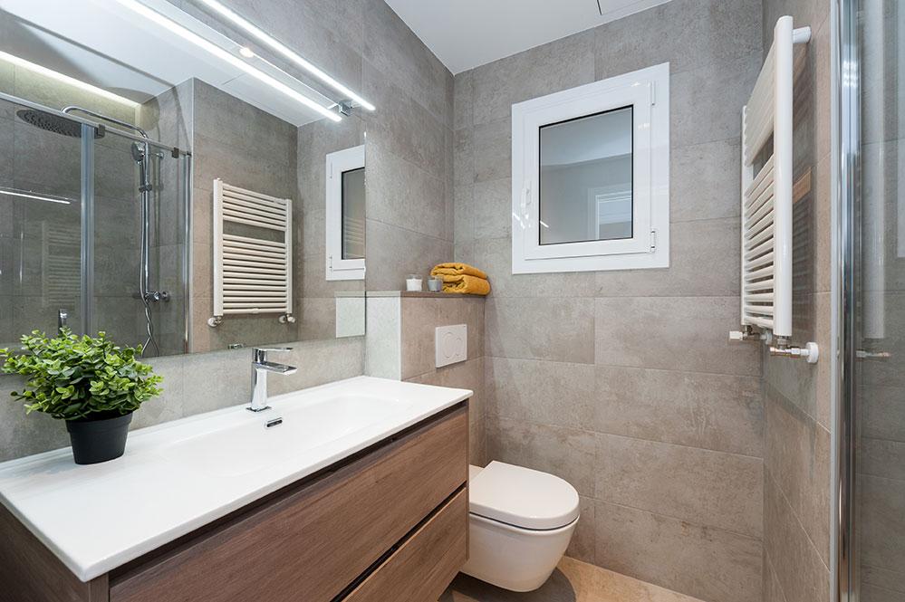 Reforma bany en un pis ubicat al carrer Còrsega de Barcelona.
