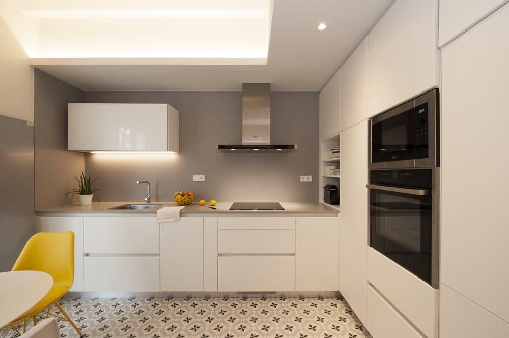 Mueble de cocina lacado en color blanco