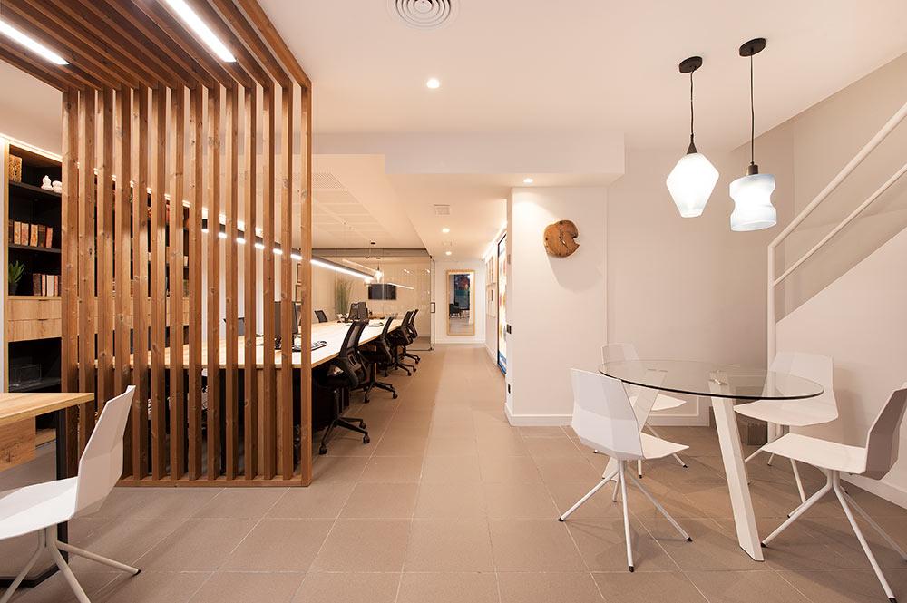 Vista de la oficina de estilo nórdico