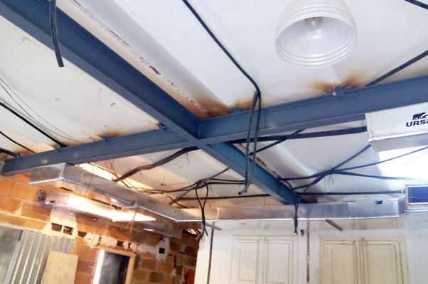 Refuerzos de estructura en techo. Rehabilitación realizada por Sincro.