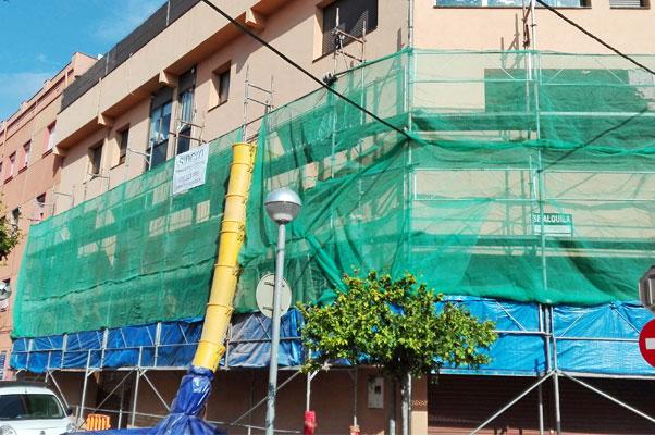 Rehabilitación de edificio. Andamio para la rehabilitación de la fachada. Sincro