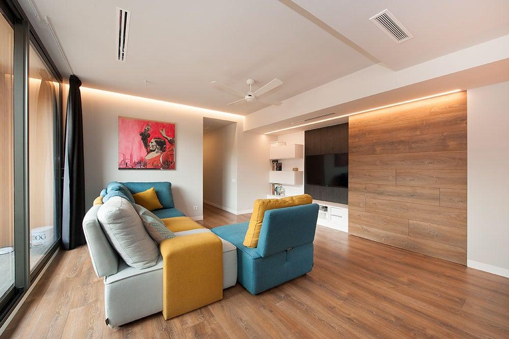 sofá de Gamamobel de la colección Siros gris, amarillo y turquesa