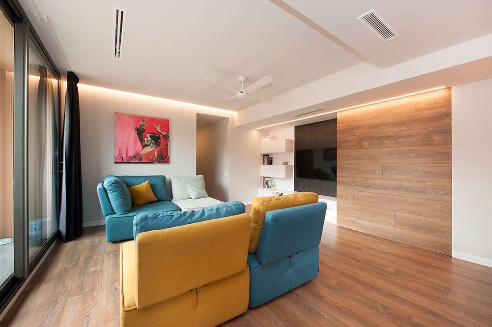 zona muy diáfana y versátil con sofás modulares