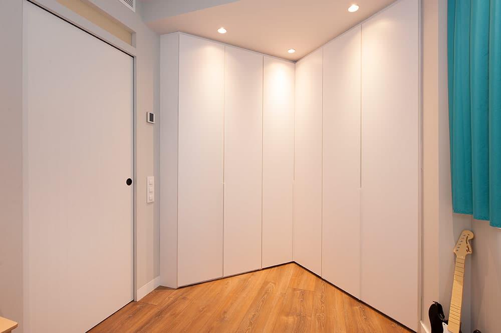 Armario tegar mobel fabricado a medida en color blanco para dormitorio infantil