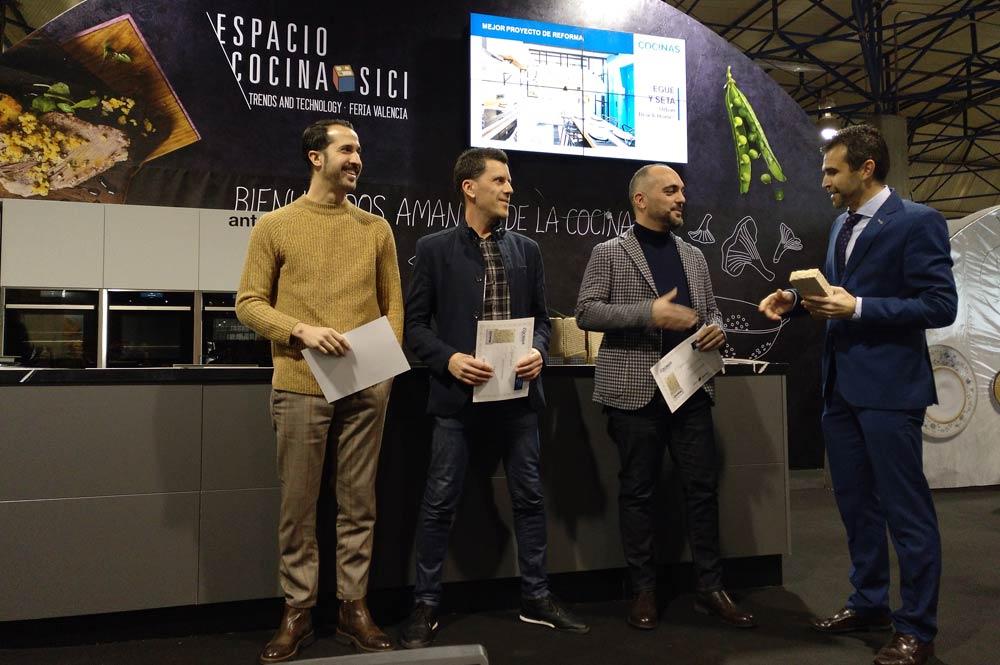 """Entrega premios categoría """"Mejor proyecto de reforma"""" Revista cocina y Baños."""