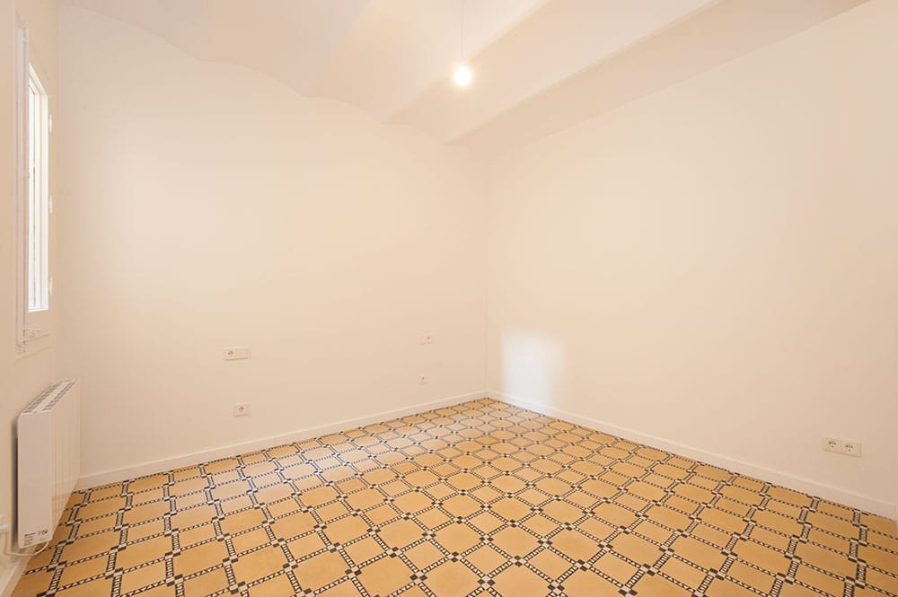 Dormitorio principal sin amueblar para piso alquiler. Reforma Sincro.