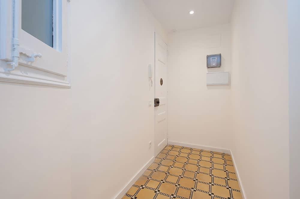 Recibidor piso antiguo rehabilitado en Sant Gervasi (Barcelona)