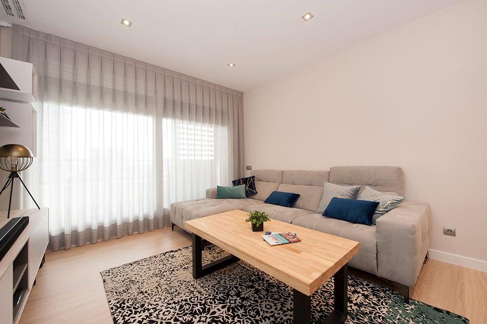 Sofá con chaise longue Egoitaliano en gris - Proyecto mobiliario Sincro