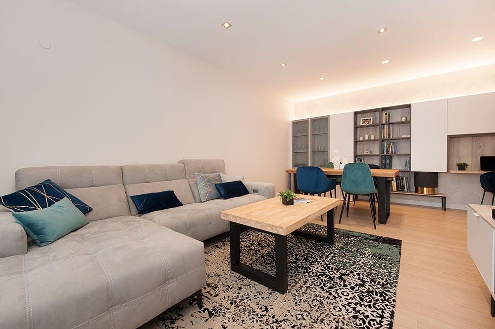 Mobiliario salón comedor en piso de obra nueva - Marcas Tegar mobel y Kave Home