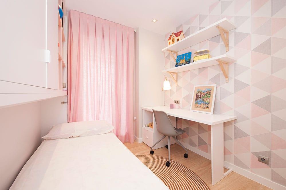 Cama abatible en dormitorio infantil chica