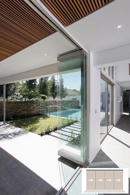 Portes corredisses apilables separar interior casa i el jardí