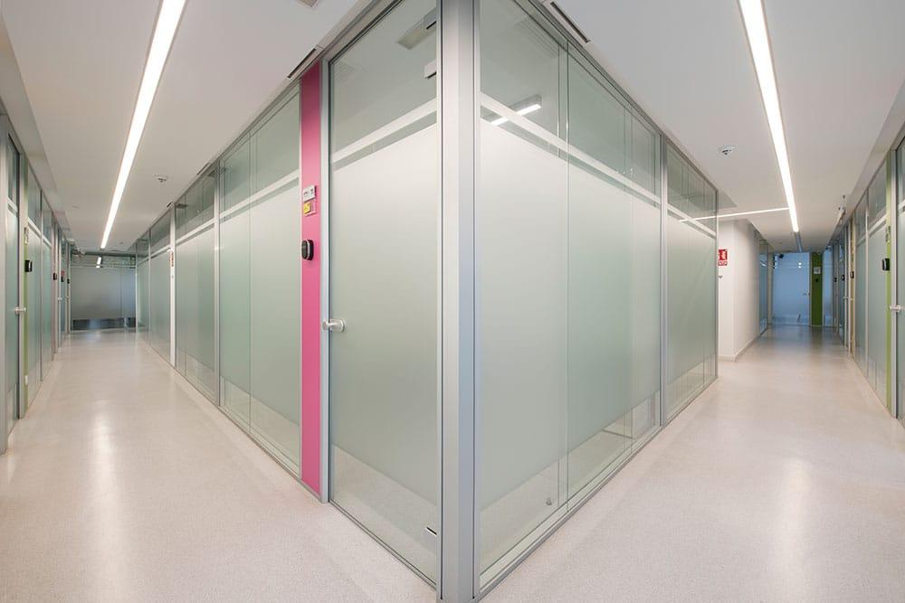 Vista pasillo circular oficina