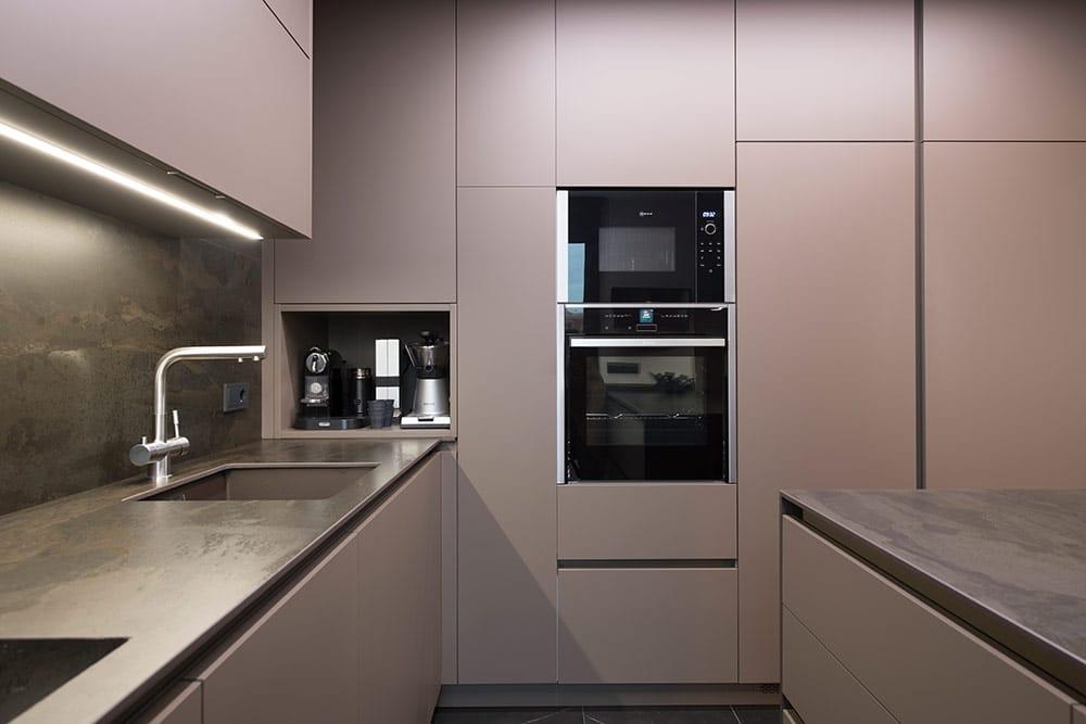 Zona de almacenamiento cocina mobiliario color arcilla