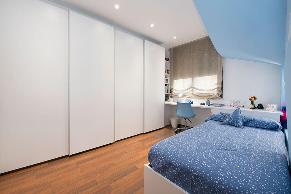 Armario Tegar de color blanco en dormitorio juvenil