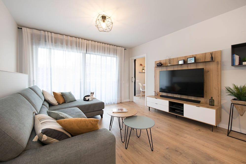 Mueble de la televisión blanco y de madera Tegar