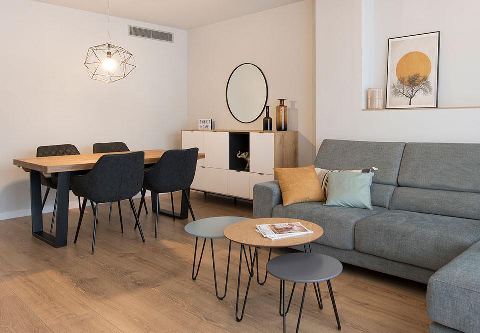 Mobiliario salón comedor estilo escandinavo con toques negros - Sincro Interiorismo