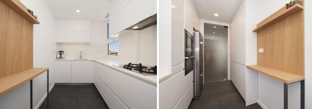 Barra de cuina enganxada a la paret. Cuina estreta i allargada color blanc.