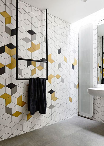 Baldosas baño pared con diseños geometricos