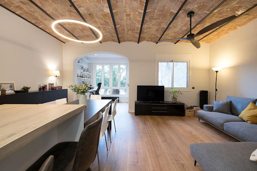Salón con techo bóveda catalana en Barcelona