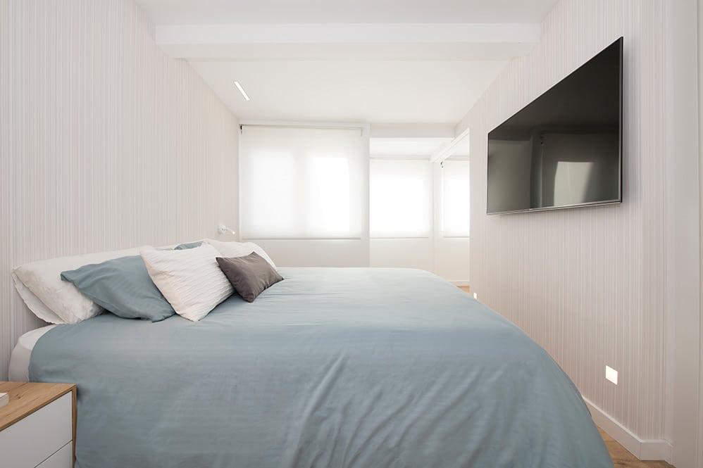 dormitorio principal con paredes revestidas con Vescom