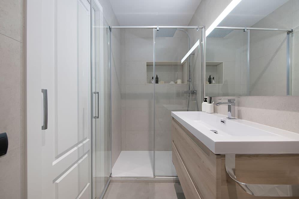 Cuarto de baño reformado con ducha en piso reformado en Sant Gervasi