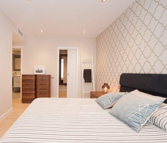 Dormitorio con baño amueblado y decorado por Sincro