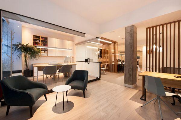 Trabajo de diseño de interiores de oficina en Barcelona. Interiorismo comercial Sincro.