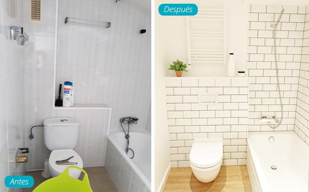 Antes y después cuarto de baño con inodoro suspendido y baldosas metro en blanco