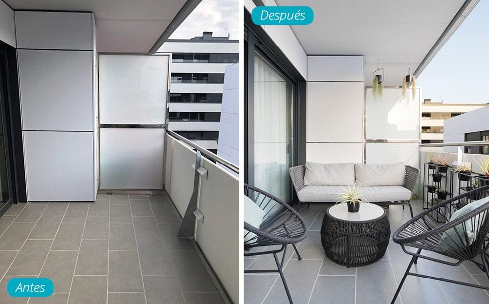 Antes y después terraza amueblada en un piso de obra nueva. Mobiliario Kave Home tono gris y negro.
